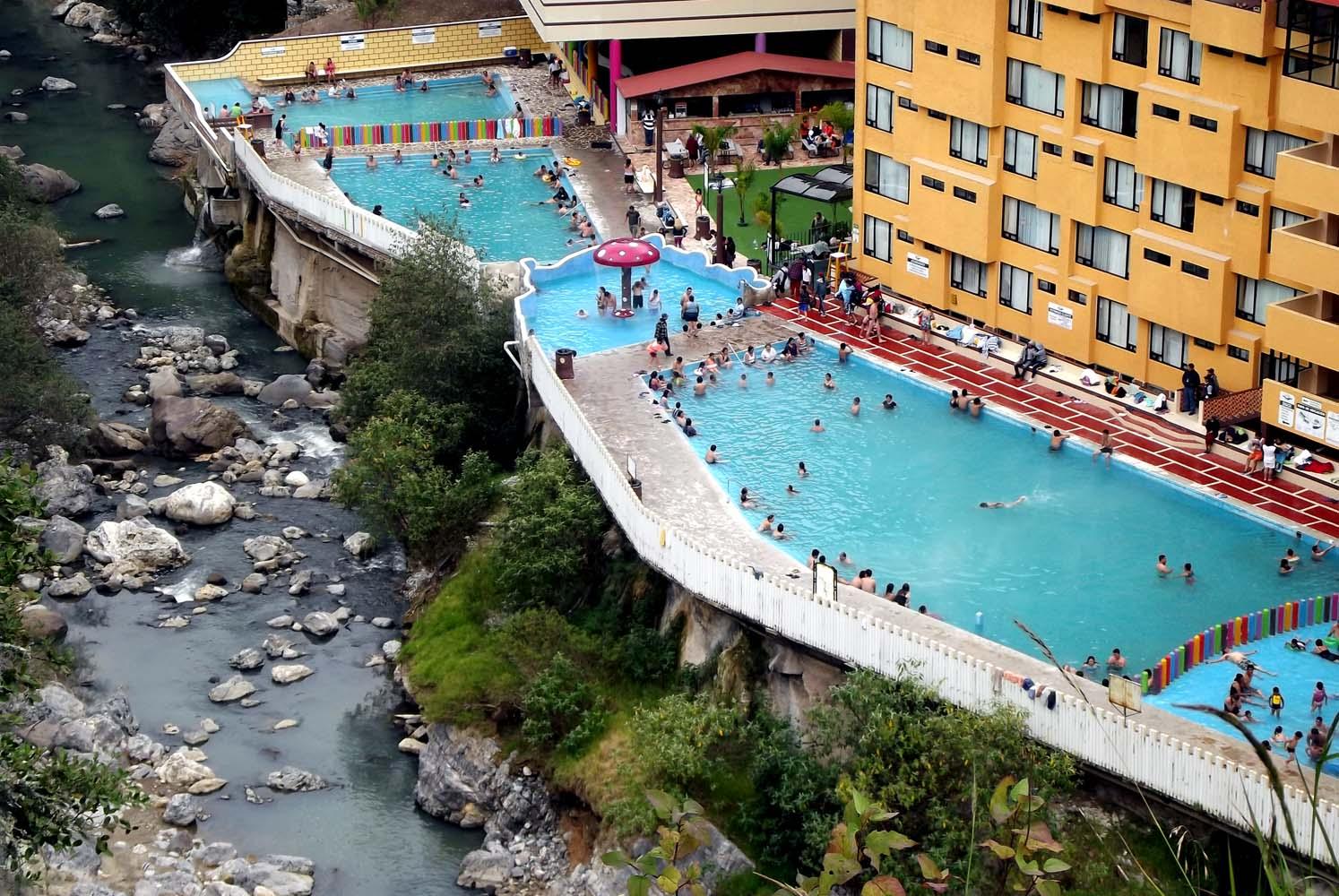 Personas disfrutando de las aguas termales en Chignahuapan